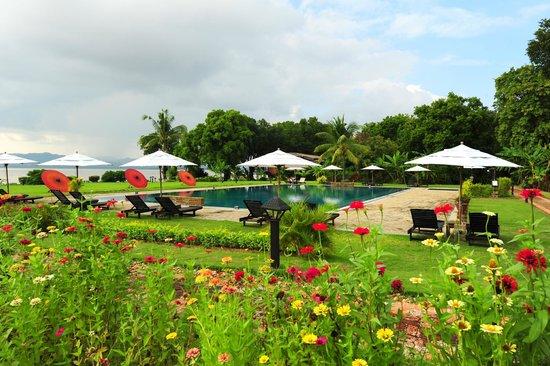 Bagan Thiripyitsaya Sanctuary Resort : Poolside