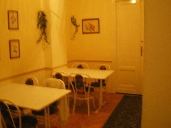 Carmen Mini Hotel : dinning area
