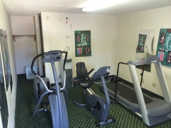 Econo Lodge Inn & Suites Charlotte Airport: Fitness center