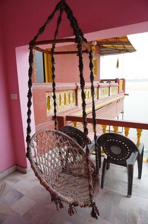 Ganpati Guest House: 搖椅