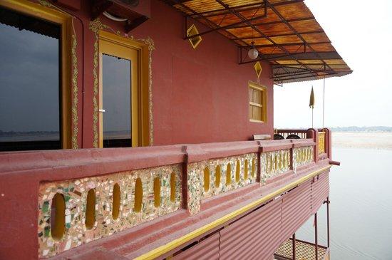 Ganpati Guest House: 窗外