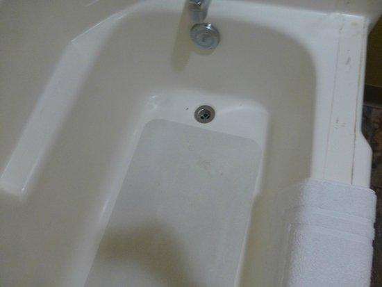 Sierra Nevada Resort & Spa: dirty looking tub