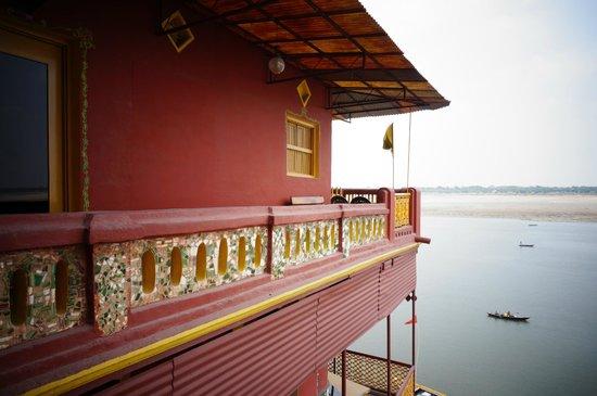 Ganpati Guest House: 陽台