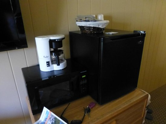 Sierra Nevada Resort & Spa: outdated coffee pot-refrig is more like a ice box