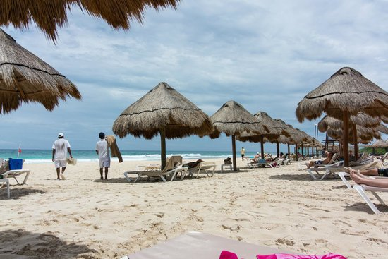 Valentin Imperial Maya: Huts available for Valentin guests at the beach