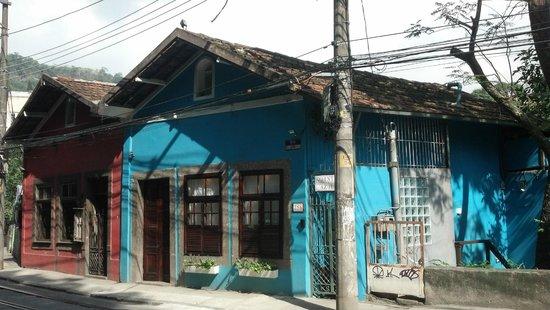 Quinta Azul Boutique Pousada: View of pousada entrance from the street