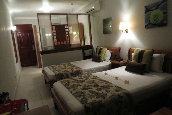 Le Peninsula Bay Beach Resort & Spa: Twin room