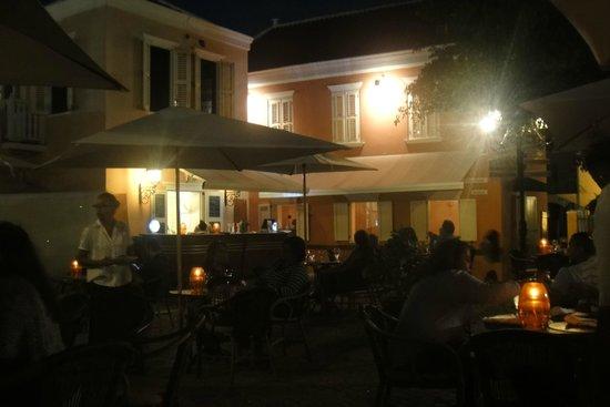 Sonesta Kura Hulanda Village & Spa: Happy Hour