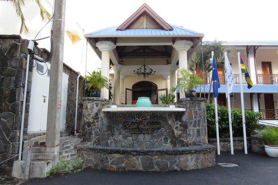 Le Peninsula Bay Beach Resort & Spa: Entrance