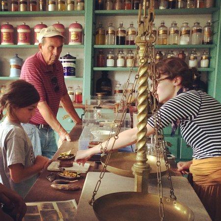 McDowell House Museum: Apothecary