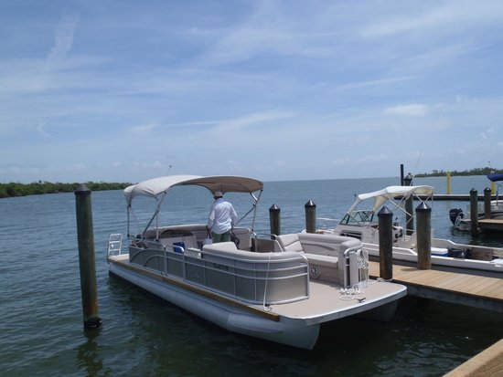 Jensen's Twin Palm Cottages and Marina: rental pontoon docked at cayo costa park