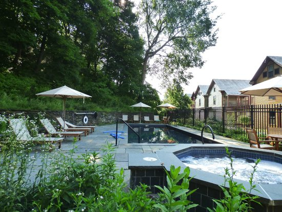 The Porches Inn at MASS MoCA: The pool area