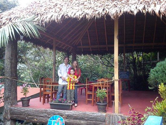 Chulumani, Bolivia: Familia Hotel Cabanas Paradise
