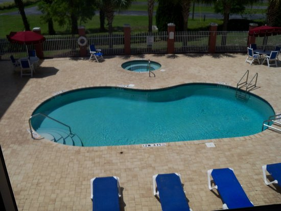 Holiday Inn Express & Suites Port Richey: Nice pool!
