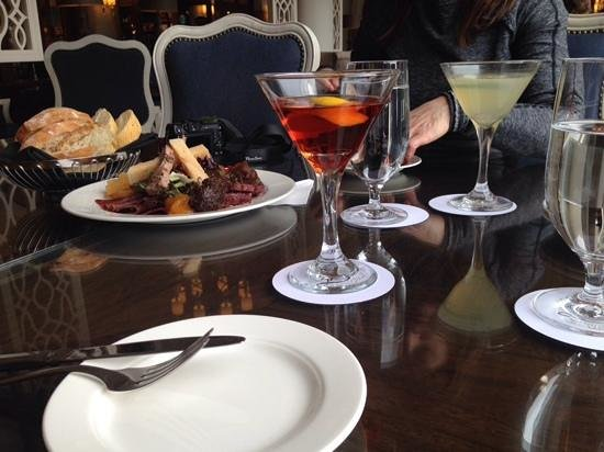 Lakeview Lounge: Charcuterie and cocktails!!