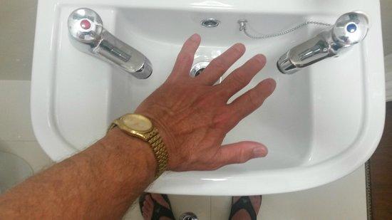 Westpoint Hotel : Wortwörtlich, nur ein Handwaschbecken