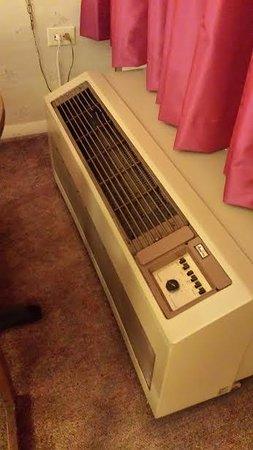 Red Carpet Inn Louisville: Air conditioner