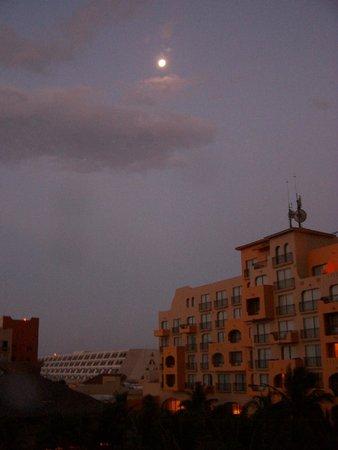 Fiesta Americana Condesa Cancun All Inclusive: The full moon over the Fiesta from 518