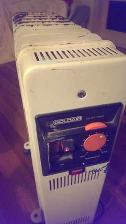 Te Aroha Holiday Park and Backpackers: Heater - notice the left switch taped over