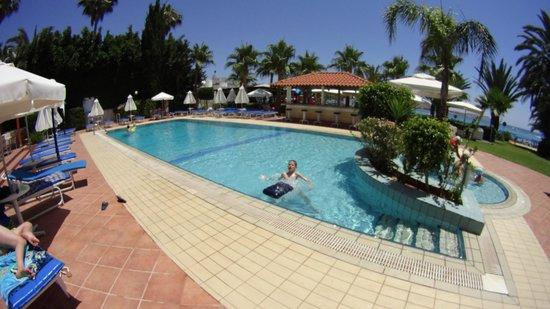 Okeanos Beach Hotel: Бассейн