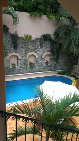 Acanto Boutique Hotel and Condominiums Playa del Carmen Mexico: Small Pool area