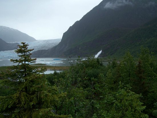 Juneau Tours: Beautiful blue ice at Mendenhall Glacier