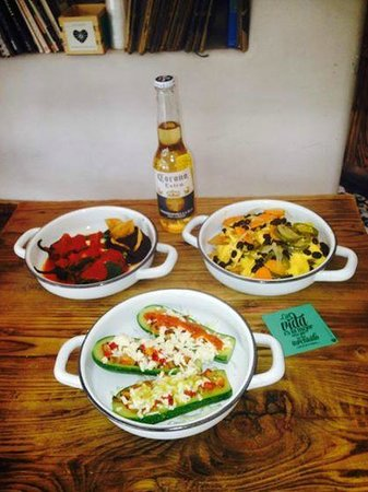 Cate de mi Corazon: Botanas for the world cup!! Calabacitas with queso vegano or cotija, and MORE!