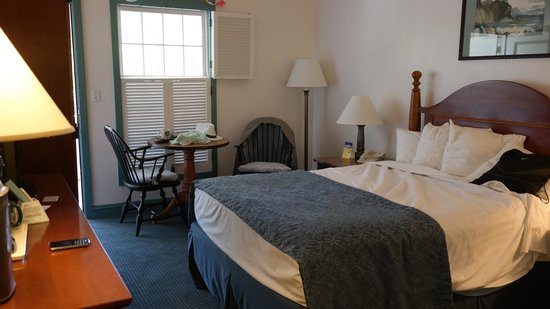 Best Western Pioneer Inn: Bedroom, good size, not huge, comfortable