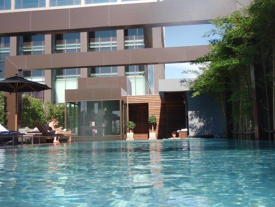 VIE Hotel Bangkok, MGallery by Sofitel : プール