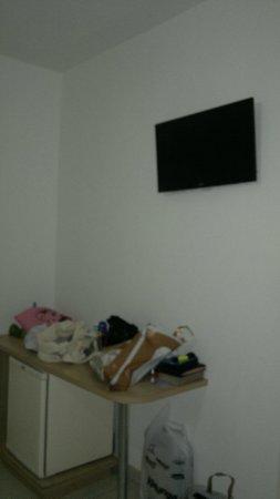 Pousada Porto Fino 2: TV LCD pequena