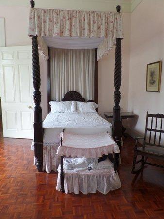 Devon House : Child's bed