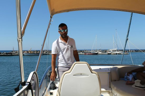 Spiridakos Sailing Cruises: Hector our captain