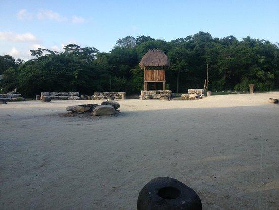 Sandos Caracol Eco Resort: Lugares ceremoniales y recorridos