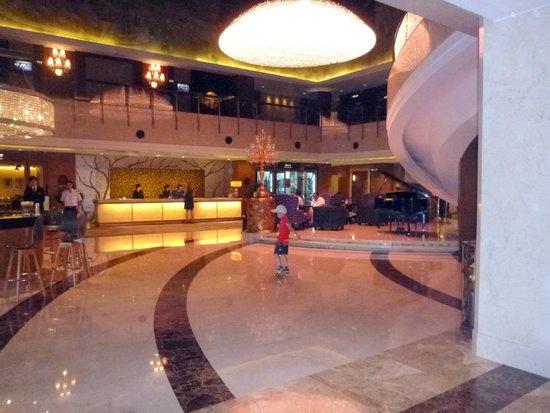 Grand Noble Hotel: Hotel lobby