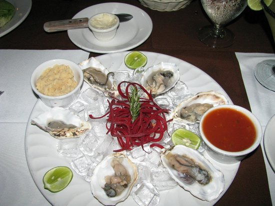 Los Barriles Restaurant & Bar: Oyster appetizer