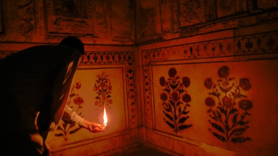 Agra Walks: Exploring corners of the Agra fort