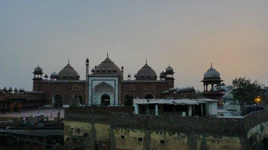 Agra Walks: The Jama Masjid (viewed from the Colonial era British-built railway station)