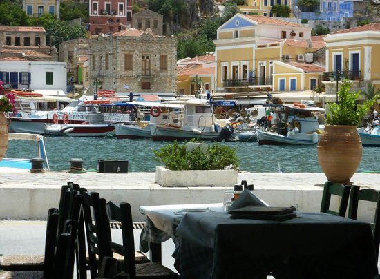 Manos' Fish Restaurant : Вид действительно живописный...
