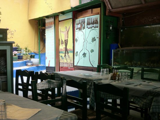 Manos' Fish Restaurant : Внутри...