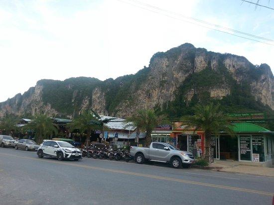 Centara Anda Dhevi Resort and Spa: Area around the hotel