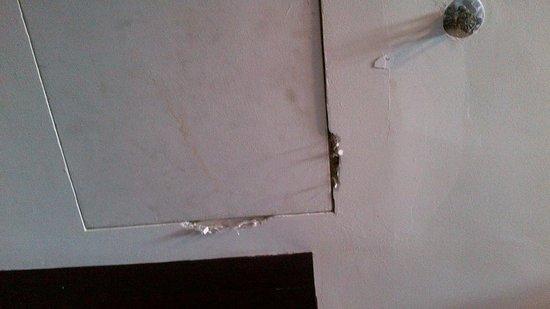 Wana Riverside Hotel : Room Ceiling
