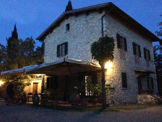 Podere Campriano: Night view of our accommodation
