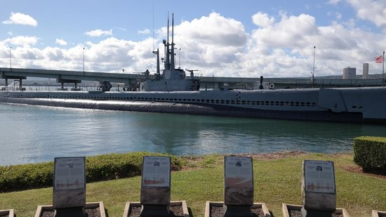 USS Bowfin Submarine Museum & Park : Take your hat off and remember those who fell during WWII