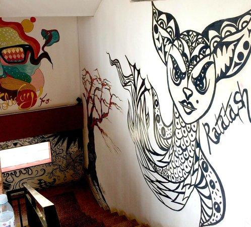 Mad Monkey Hostel Siem Reap : Wall Art..