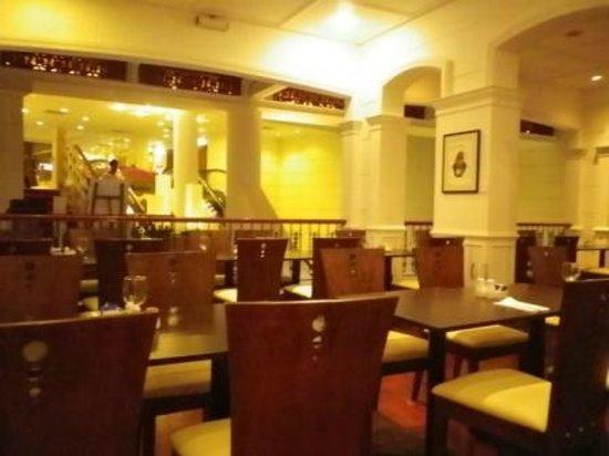 Village Hotel Albert Court by Far East Hospitality: Restaurant