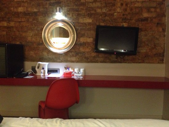 The Aviator Hotel OR Tambo: Simple but nice furnishings- all you need