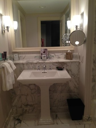 The Ritz-Carlton, New Orleans: bathroom