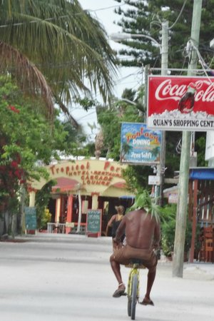 Caye Caulker: check out the palm leaf hat