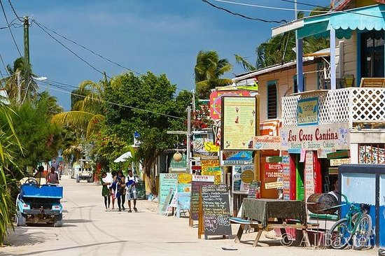 Caye Caulker: island is three unpaved streets wide