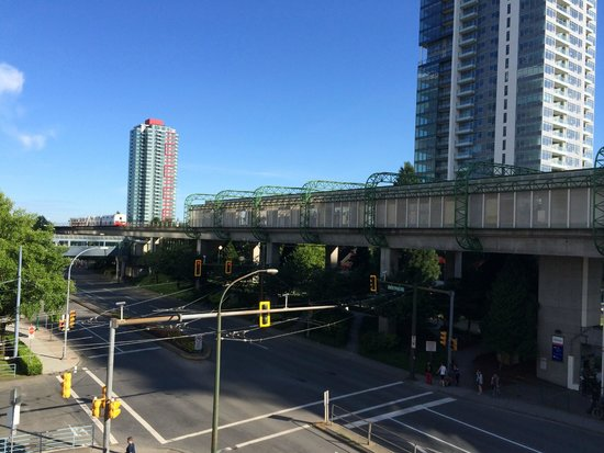 Holiday Inn Express Hotel Vancouver Metrotown Skytrain Station
